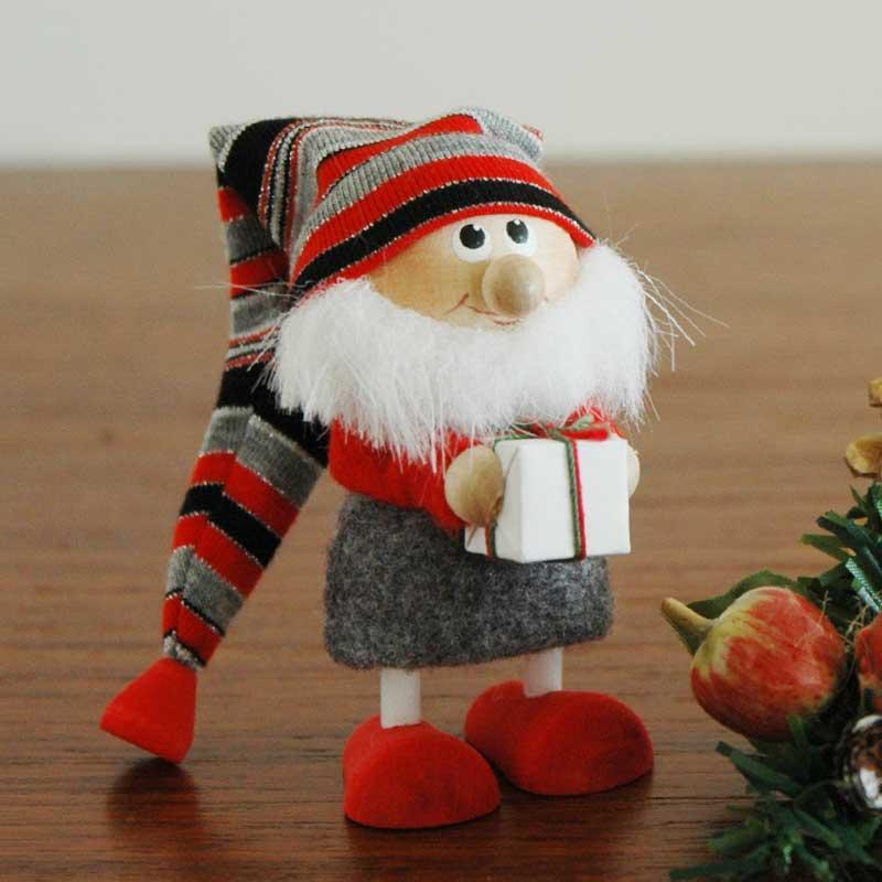 グレーボーダーハットサンタクロースとプレゼント,エストニアのハンドクラフトのサンタクロースのオブジェ,置物,北欧エストニア,北欧雑貨,北欧インテリア,北欧ギフト