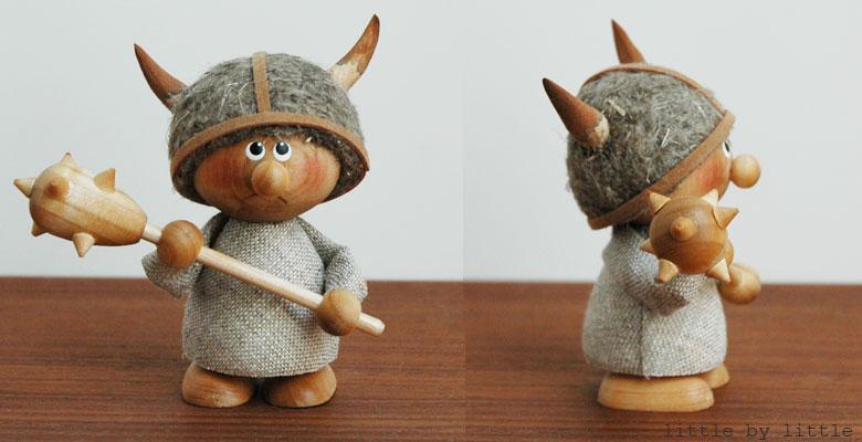 エストニアのハンドクラフトのガイガの棒を持ったヴァイキング,置物,北欧エストニア,北欧雑貨,北欧インテリア,北欧ギフト
