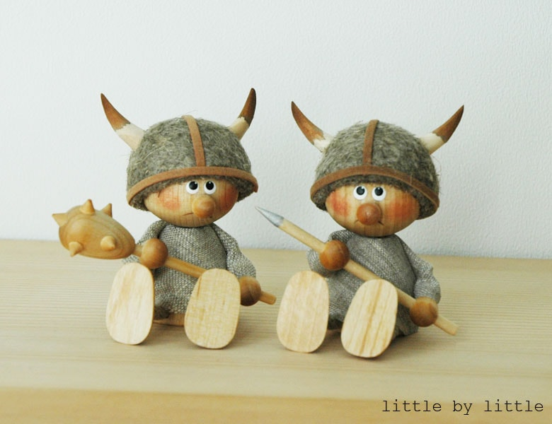 エストニアのハンドクラフトのお座りヴァイキングのオブジェ,置物,北欧エストニア,北欧雑貨,北欧インテリア,北欧ギフト