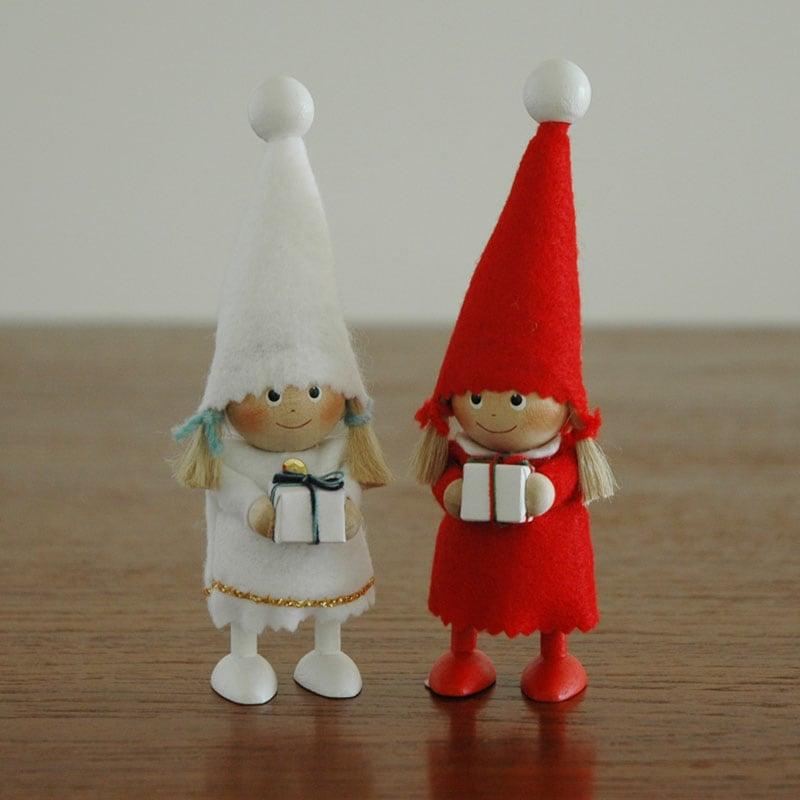 ニッセとんがり帽子の女の子,エストニアのハンドクラフトのサンタクロースのオブジェ,置物,北欧エストニア,北欧雑貨,北欧インテリア,北欧ギフト