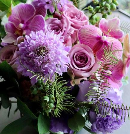 優美 yuubi ~ 紫とピンクの色合いを綺麗に合わせたアレンジメント ライフデコの愛妻の日のお花の贈り物をプレゼント