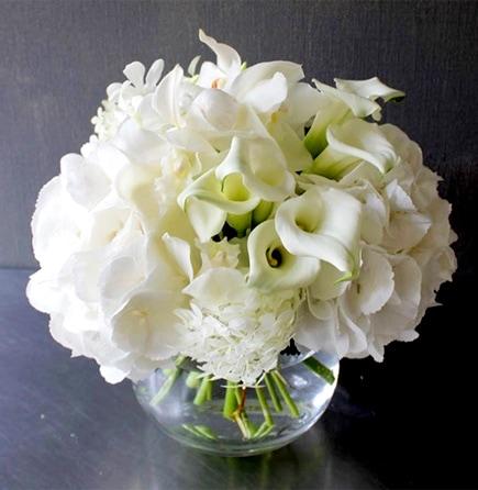 白玖 ~ Haku~ 「カラーリリィ」を入れた純白ブーケガラスボールアレンジ