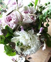 白系 〜 white 〜 [ アレンジメント M size ] こだわりアレンジメント お悔やみ・お供えに送る花
