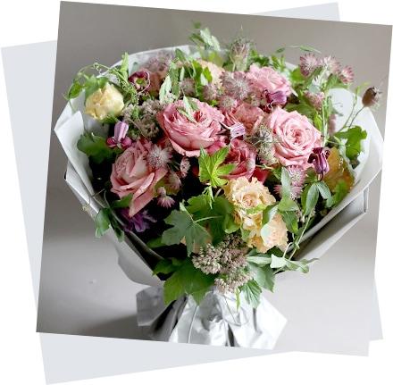 母の日のフラワーアレンジ mothers day 赤香 Akakou バラと夏の花の大きな花束[ 花束 L size ] イメージ