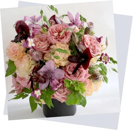 母の日のフラワーアレンジ mothers day 香染 Kouzome バラと夏の花とハーブの存在感のあるアレンジメント[ アレンジメント 3L size ] イメージ