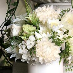 [ ホワイト&グリーン系 ] 〜色合い指定、花材はおまかせ!〜 ホワイト花器のプリザーブド & アーティフィシャル M size  送料無料