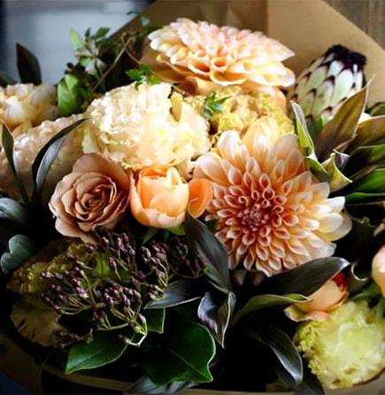 桃李 ~ フラワーベース付きでそのまま飾れる、桃色ローズギフト ~ [ アレンジメント L size ]フラワーバレンタインにライフデコのフラワーギフト