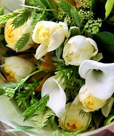 刈安 ~ 包み込むような優しい明るさの花保ちを重視した高品質花束