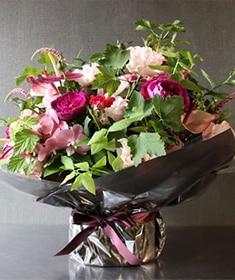 艶紅 ~ 魅惑的でエキゾチックな色のリズムが妖しげで楽しいアレンジ ライフデコの冬のお花の贈り物