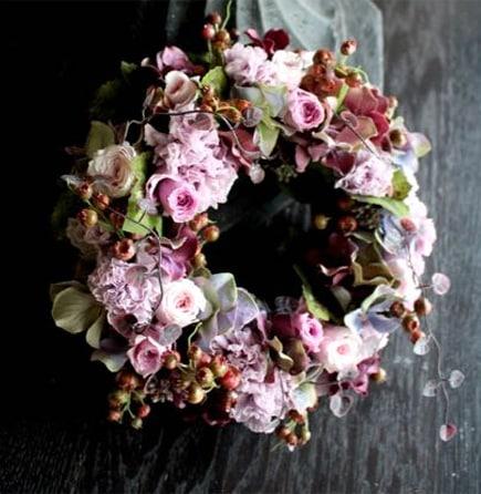 濃紅 ~ バーガンディーの濃淡が混ざり合った濃い色合い~ [ 特選花束 イレギュラー size ] 2018年の冬にぴったり、フラワーウィンターギフト。お歳暮やクリスマスプレゼントにはライフデコのフラワーギフト