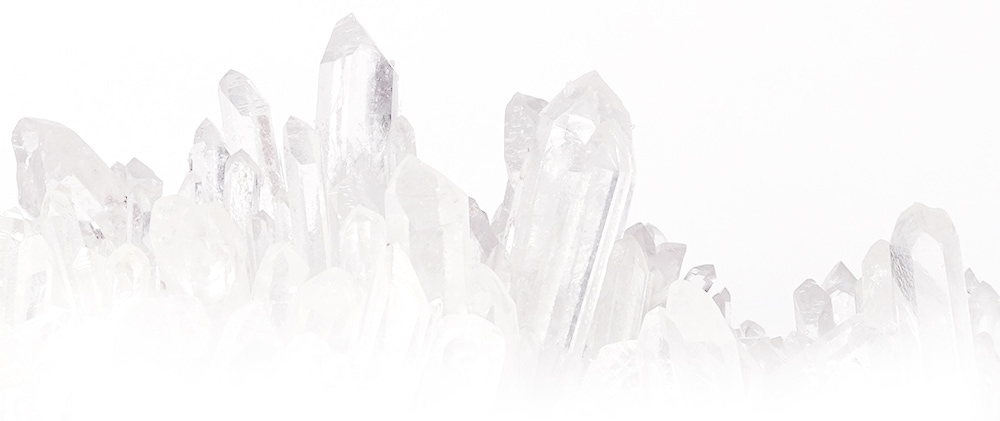 『 LUCAS(ルカス)』の浄化力の鍵は古来より浄化の力が強いとされる2大要素 「水晶」と「ホワイトセージ」。