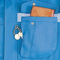 左胸二重ポケット(便利なファスナー付き