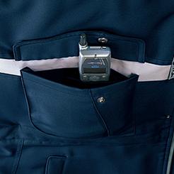 右胸ポケットの内側に携帯電話収納ポケット付