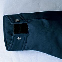保温性を高める二重袖仕様