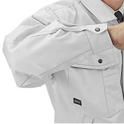 ブルゾンは袖の縫い目がヒジに当たらない特殊カッティング。
