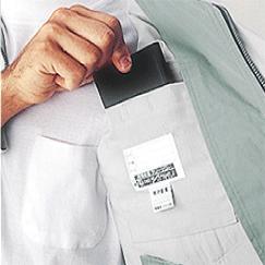 ブルゾンには便利な内ポケットが付いて収納力がアップ。