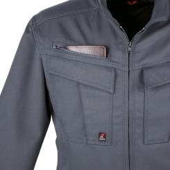 右胸の上部ポケットは深めで長いモノもすっぽり収納。