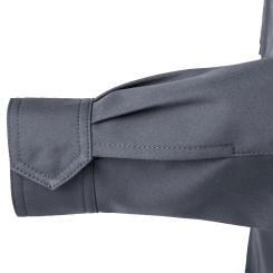 袖口には丈夫な金属ドット釦を隠しボタン仕様で使用しています。