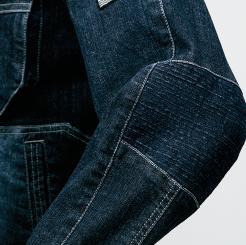 寅壱 デニム蛇腹ライダースジャケット 8930-554 の肘部分に蛇腹プリーツの写真