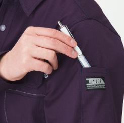 寅壱 長袖シャツ 3940-125 の左袖ブランドネーム付ペン差しの写真