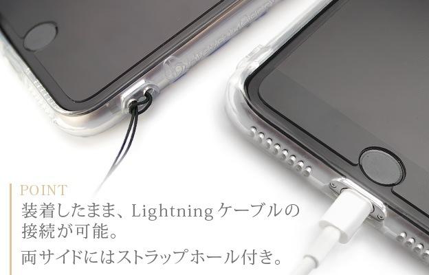 装着したまま、Lightningケーブルの接続が可能。両サイドにはストラップホール付き