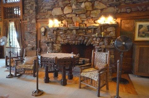 魅力のアンティーク家具