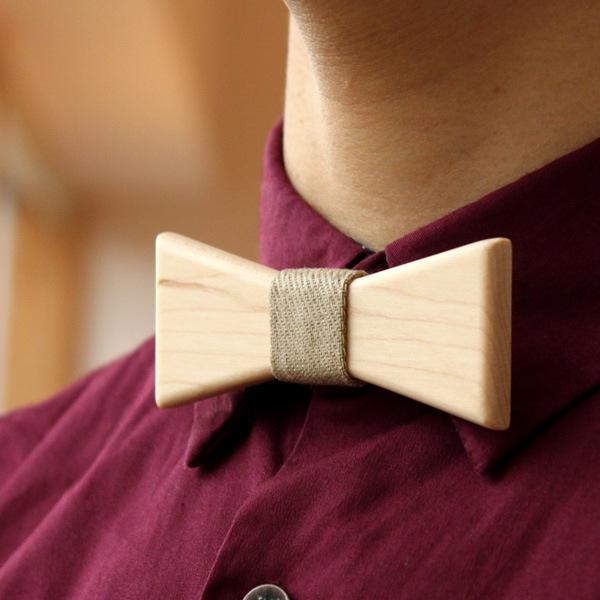 ナチュラルな印象のメープルを使った蝶ネクタイはレディースにピッタリ