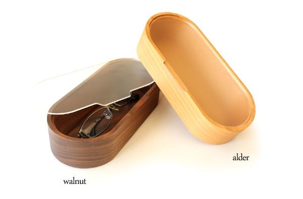 高級木材のウォールナットとアルダーを使用した木製メガネケース