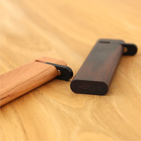 黒いフタ部分にマグネットを使用しているので、携帯時・持ち運び中でも爪楊枝が外に出る事がありません。