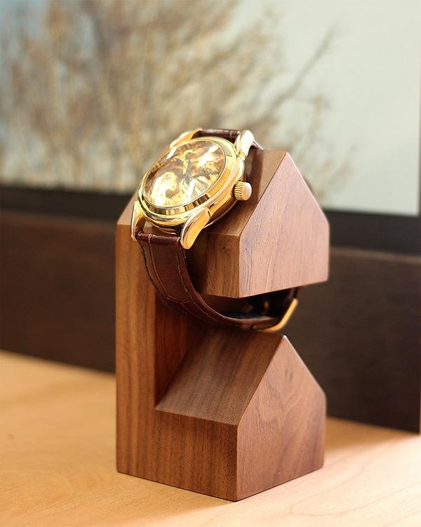 三角屋根の家型がかわいい木製腕時計・ウォッチスタンド「WatchStand House」