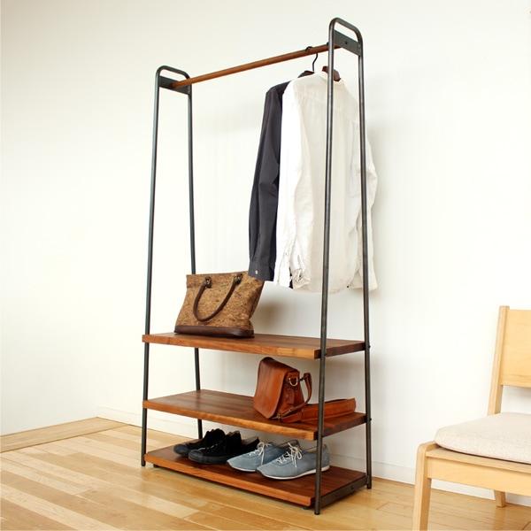 最大3段の木製棚が取り付け可能