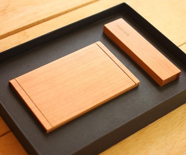 ビジネスマンへのプレゼント。木製名刺入れと印鑑ケースのギフトボックス
