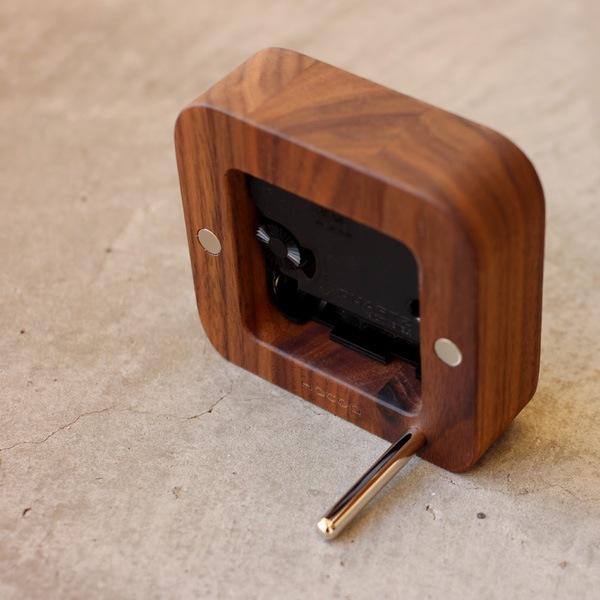 壁掛け・卓上両方に使えるおしゃれな木製テーブルクロック