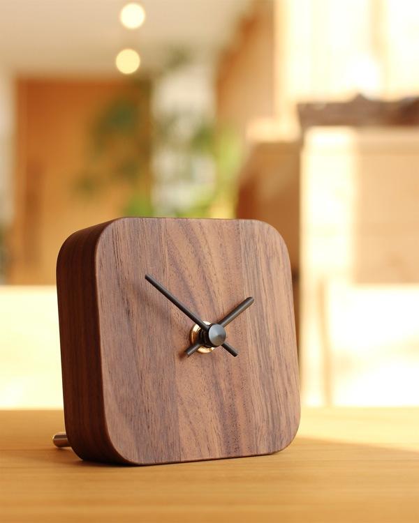 壁掛け・卓上両方に使えるおしゃれな木製時計「Block-DeskClock」