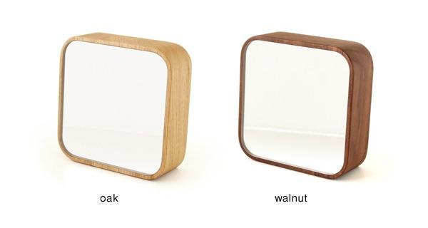 集成材の表情がおしゃれな、木製スタンドミラー