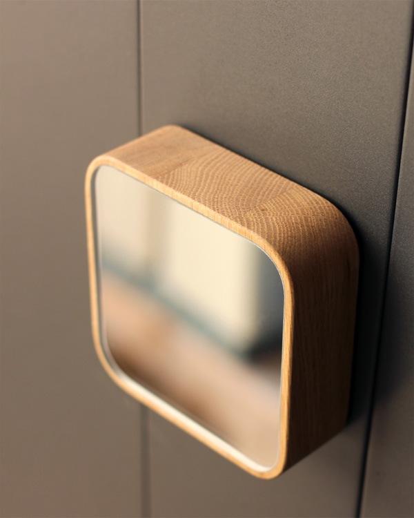 壁掛け・卓上にも使えるコンパクトな木製ミラー・鏡「Block-Mirror」