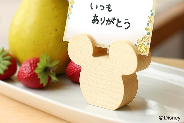 ミッキーマウスをかたどった木製カードスタンドもご用意
