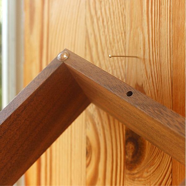 付属ピンと滑り止めクリアバンパーで壁掛け可能です