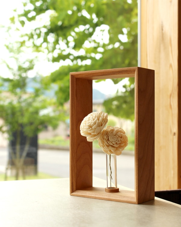 絵画のように飾れる木製のミニフラワーベース・一輪挿し・花瓶