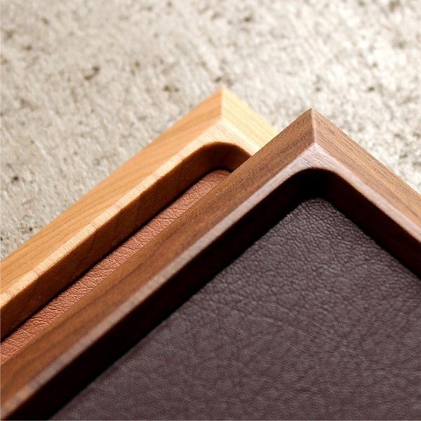 木地職人が丁寧に細部まで仕上げたトレイは使い込む事で素材本来の風合いに育っていきます。