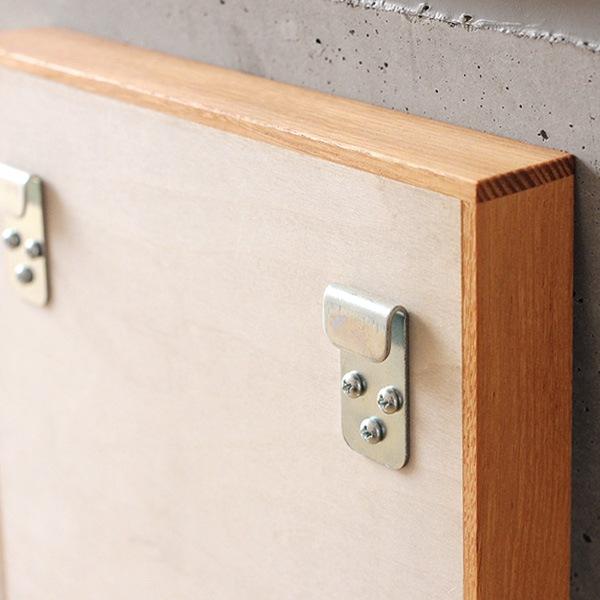 壁掛け用になる、おしゃれな木製ミラー