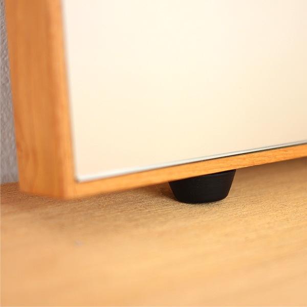 床置き用になる、おしゃれな木製ミラー