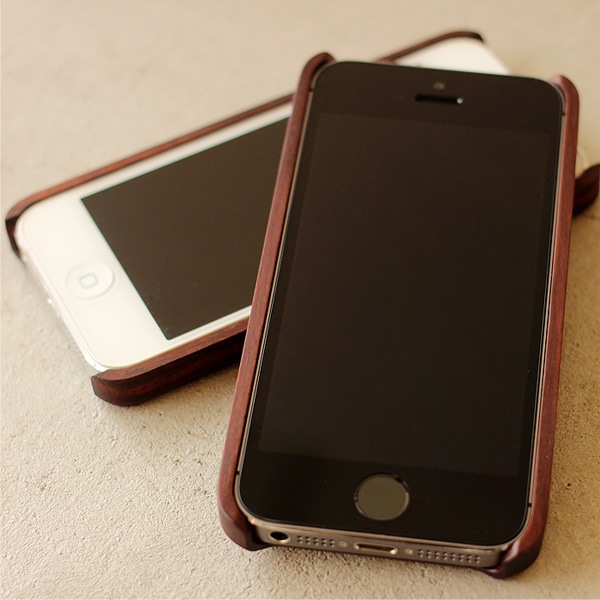 iPhone5・iPhone5s両方に対応した木製アイフォンケース