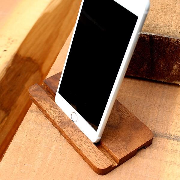 2つの溝が使いやすい、北欧風の木製iPhone6スタンド