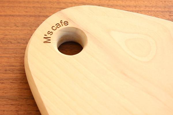 Hacoaブランド、しずくの形をした木製カッティングボード