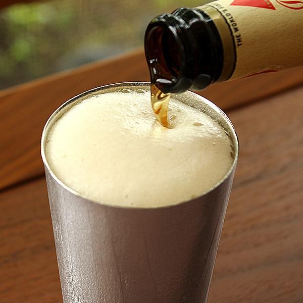 錫の成分がビールの泡をクリーミーにしてくれるビアカップ