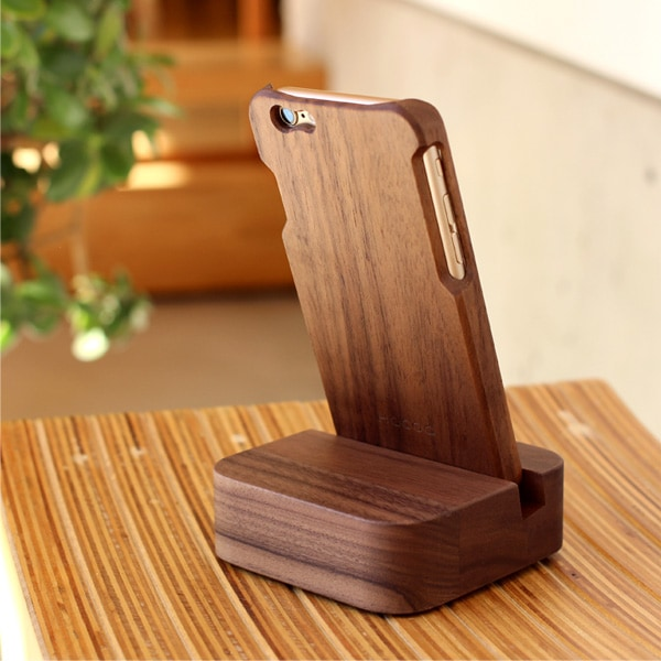 木製のスマホケースと合わせて使用することで日常の中に木の表情がプラスされます。