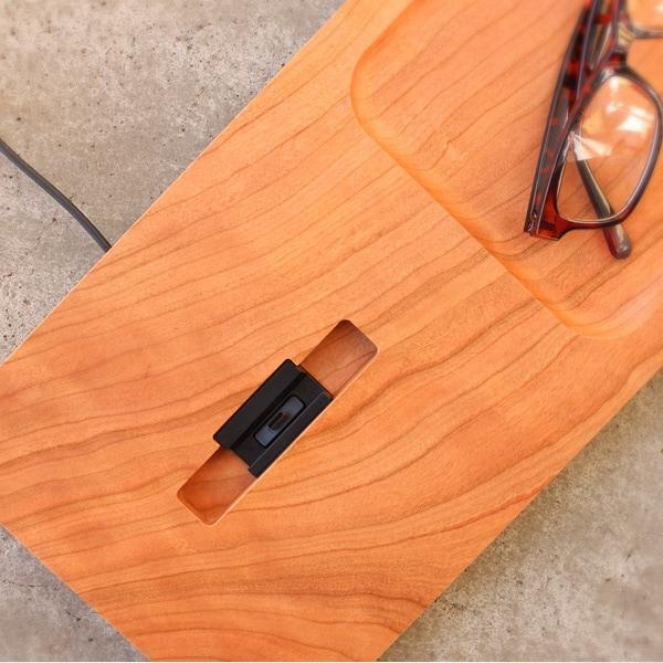 Xperia用純正卓上ホルダを組み込んで使用できる木製スマートフォンステーション