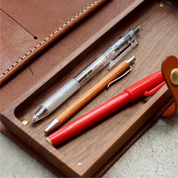 小さくてかわいいボールペンです