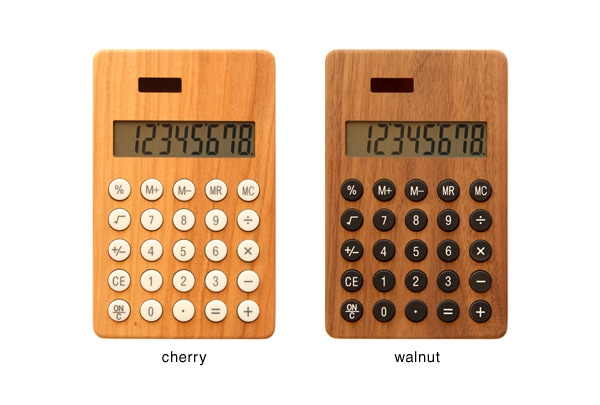 チェリー・ウォールナットの天然木板材をアクセントとしてプラスした電卓